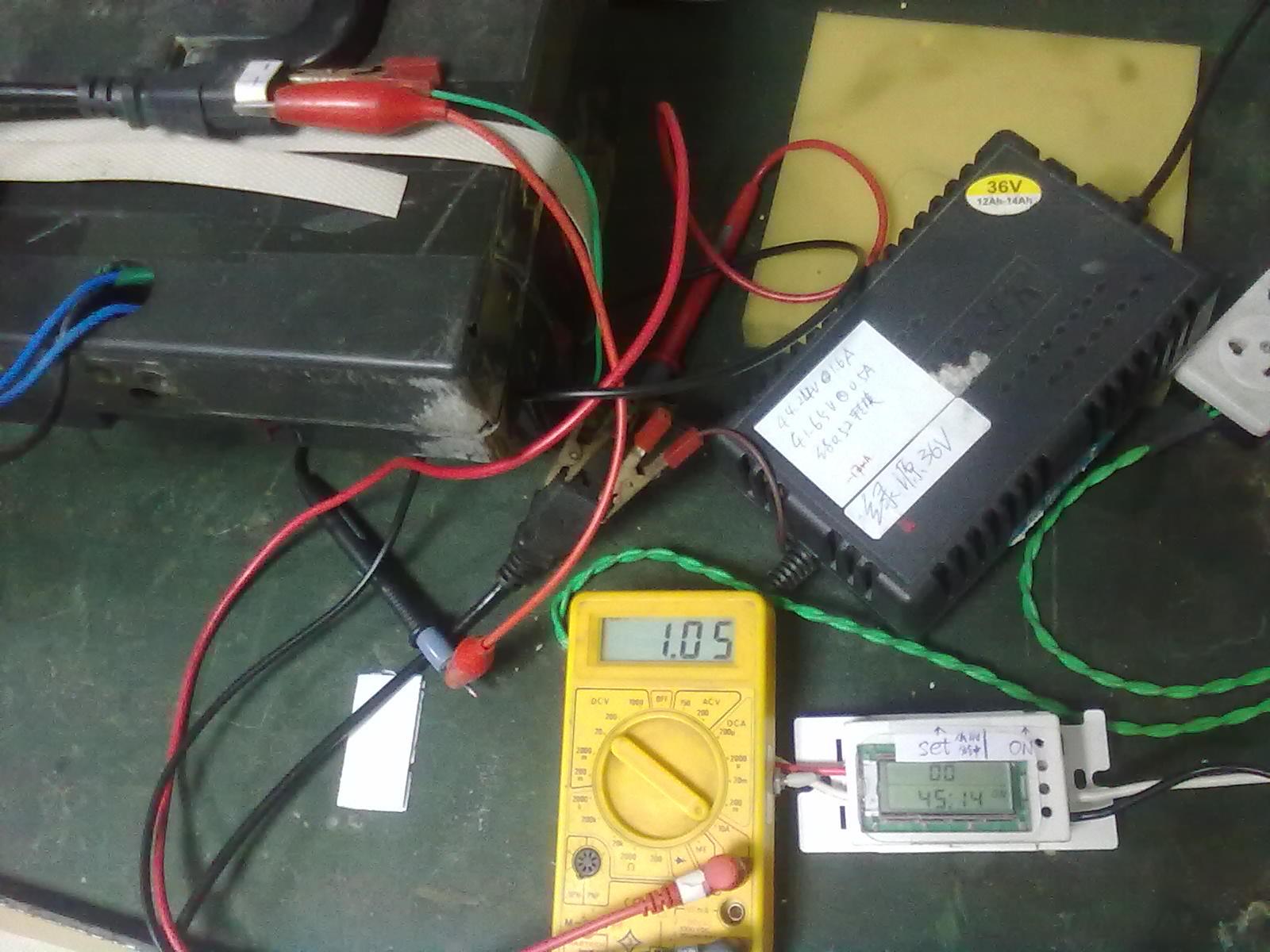 西普尔电动车充电器充电不转灯