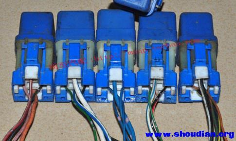 想请教一下12v 4脚继电器,如何接线