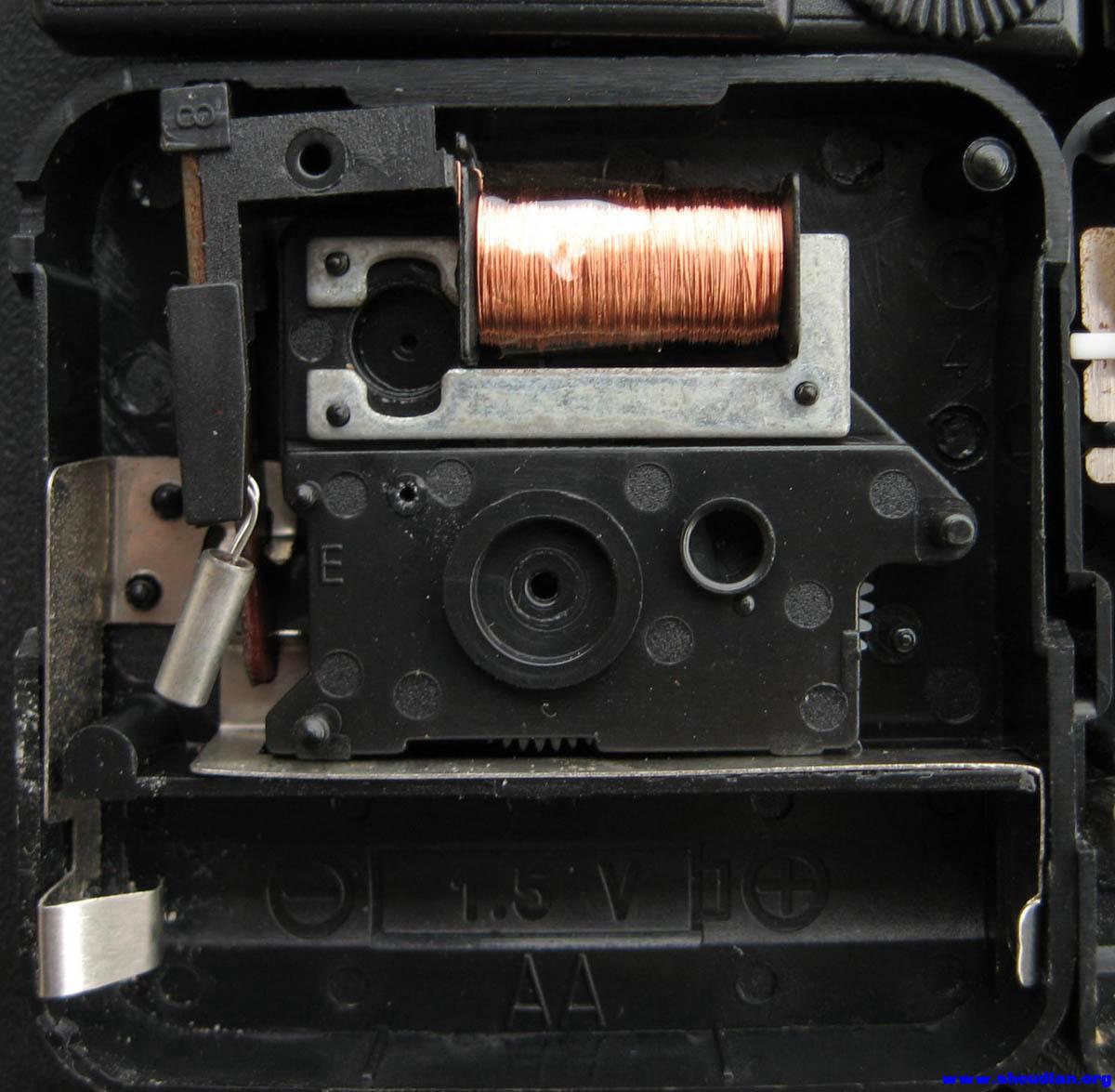 综合diy 69 拆三只石英钟机芯 多图    正负极金属是卡在电路上