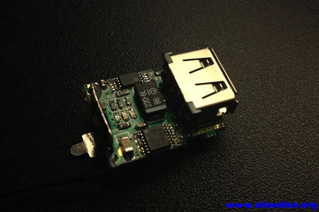 --------- 2013-11-03:TPS61030版香水移动电源所有内容更新完毕,欢迎大家讨论咨询。 本帖仅做技术交流用,其它非技术讨论内容请后续留意对应版块。 2013-11-01总结: 1、BQ2057C充电非常满意,几天放电中观察充电转灯后断电放置4小时以上,电池电压4.17 or 4.18; 2、TPS61030放电效率表现一般,实际测试来看比不上那些95%的板子; 3、放电保护芯片,还得用DW01,S8261在3.