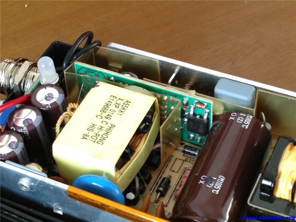 里面的小电路板,全部为贴片元件
