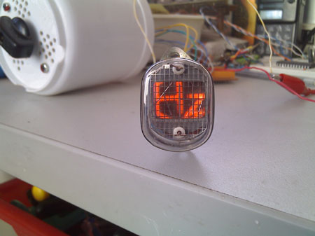 关于辉光管电子钟 - 电池,充电器,综合diy - 手电大家