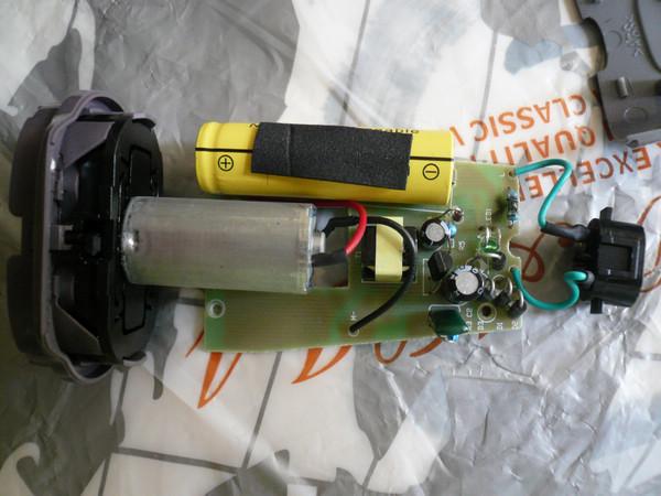 飞科剃须刀的充电电路烧了一颗电阻,阻值是多大呢?