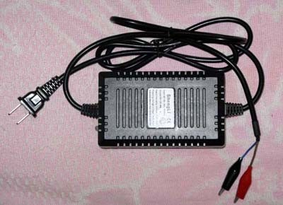 求一款简单实用的12v蓄电池充电电路