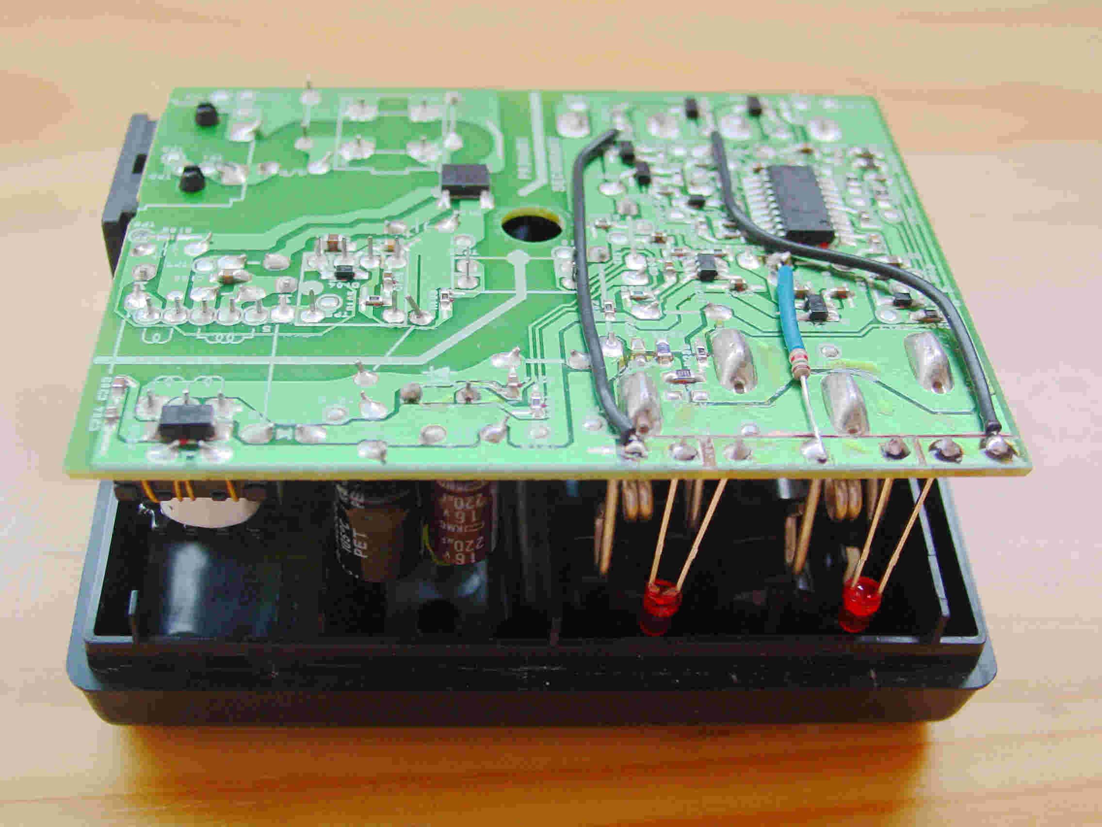 cs2a加指示灯,把led直接焊在对应电池负极的电路板上