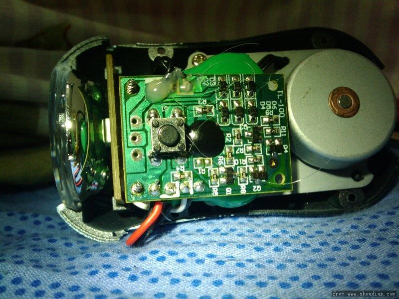 迪卡侬的手摇led透镜手电 更新:拆解和工作时间估计