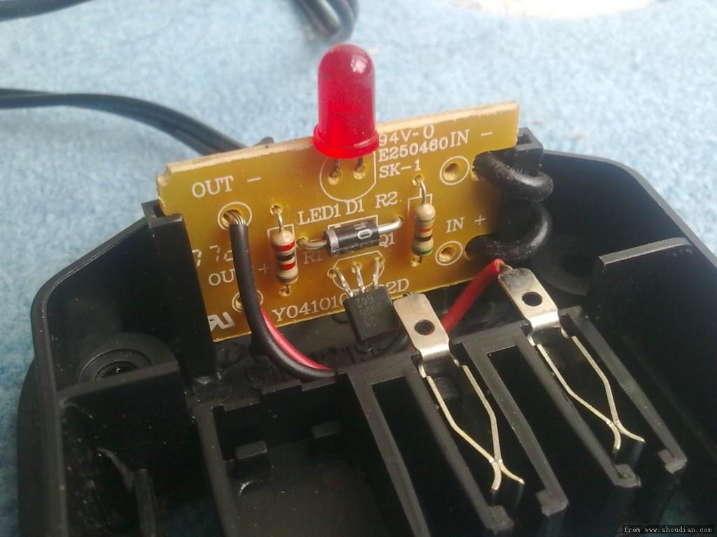 充电器拆解    有两个问题,请电路高手帮忙分析:   1,这个接12v的开关